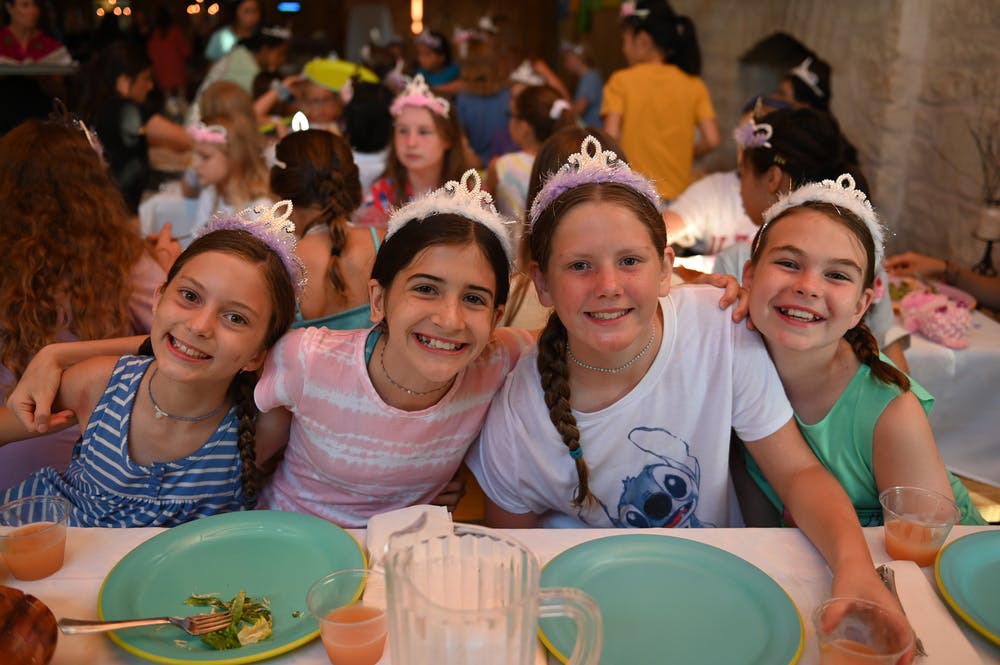 Girls in the dining hall.jpg?ixlib=rails 2.1