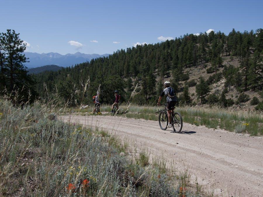 gap  biking  trail group vista.jpg?ixlib=rails 2.1