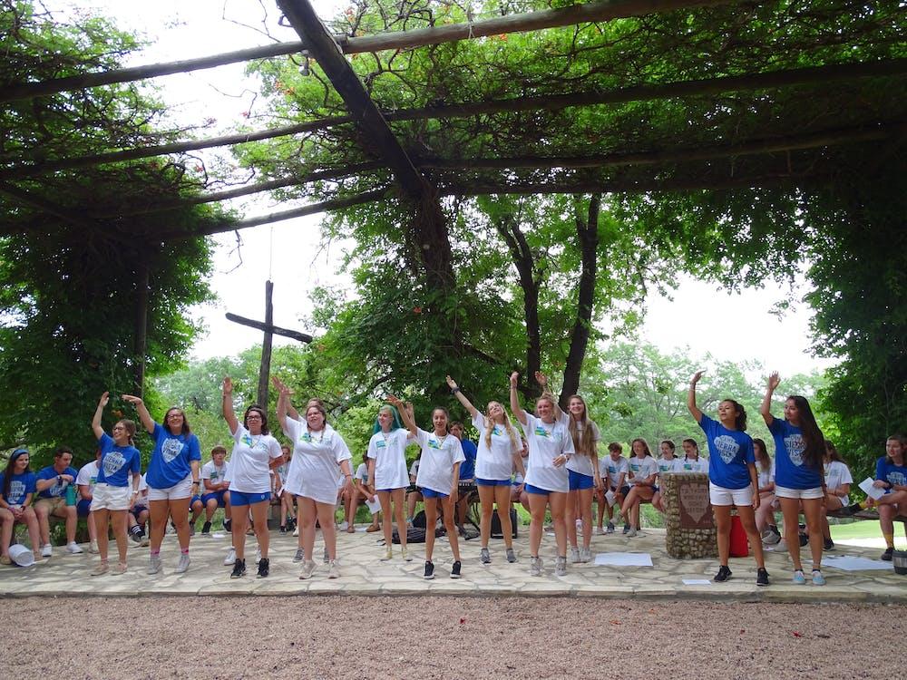 Activities vista summer camp in ingram hunt texas chapel singing.jpg?ixlib=rails 2.1
