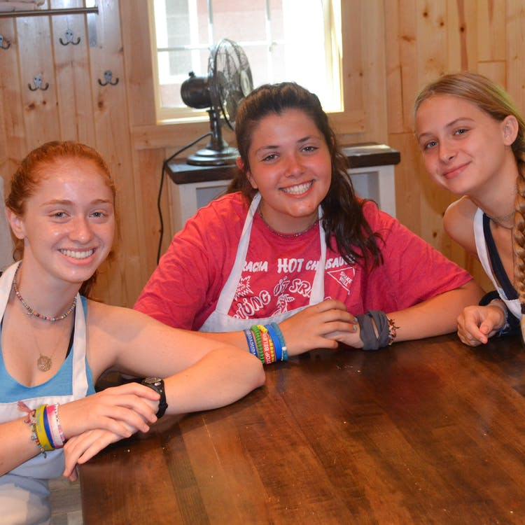 Three friends in the kitchen.jpg?ixlib=rails 2.1