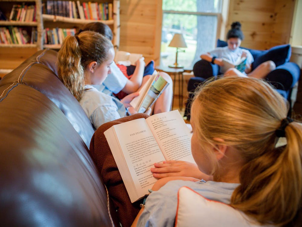 Girls reading in the library.jpg?ixlib=rails 2.1